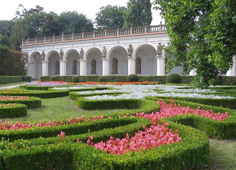 Rotunda v Květné zahradě
