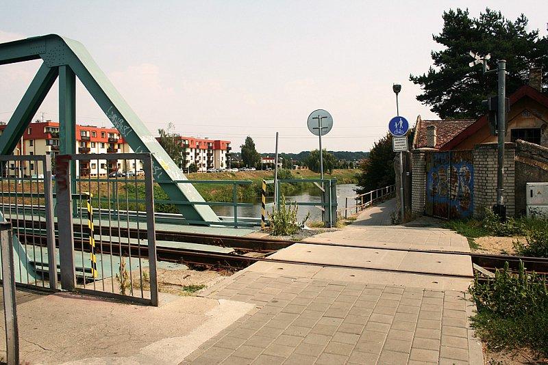Železniční vlakový most v Dolních zahradech