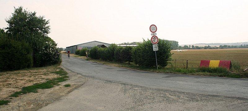 Na křižovatce u letiště zahneme doleva na Kvasice