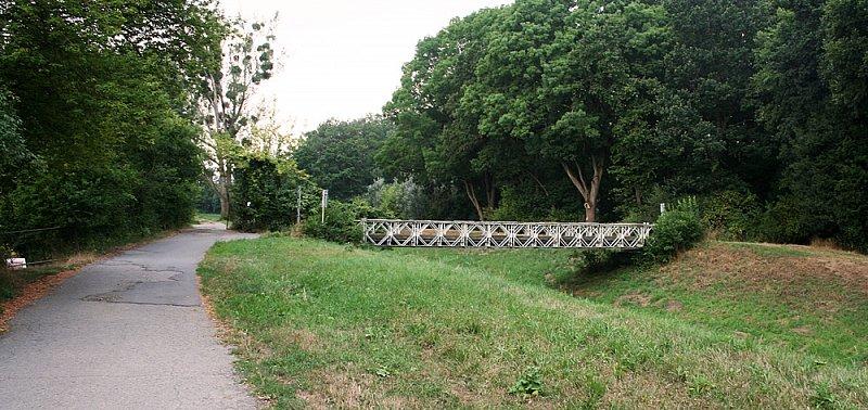 Most v lesíku u Záhlinic