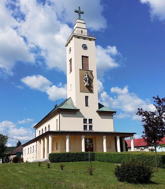 Kostel ve vesnici Roštění